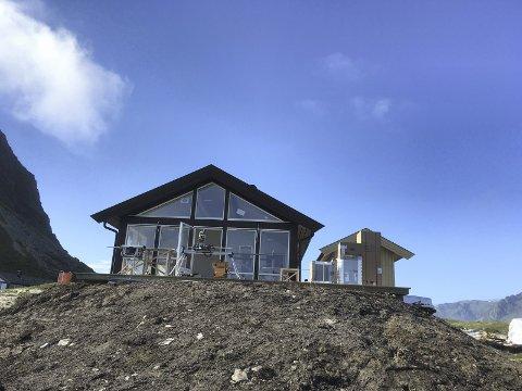 24 hytter: I løpet av året blir 21 av de 24 hyttene ferdige på Hov Hyttefelt. De ligger nær 18 hulls golfbane, Hov Hestegård, stor sandstrand, tursti og selvfølgelig midnattssol og nordlys. Alle foto: Annie Steffensen.