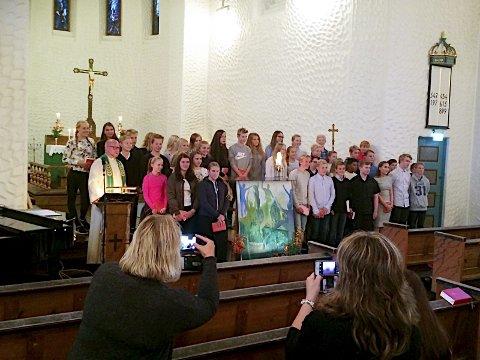 Svolvær kirke: Neste års konfirmanter i Svolvær kirke ble presenterte av sogneprest Nils Jøran Riedl for menigheten sist søndag. Foto: Ingvil Valberg