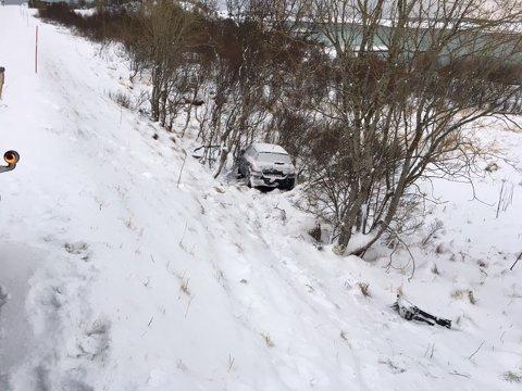 Leielbilen havnet langt utenfor veien ved Lyngvær