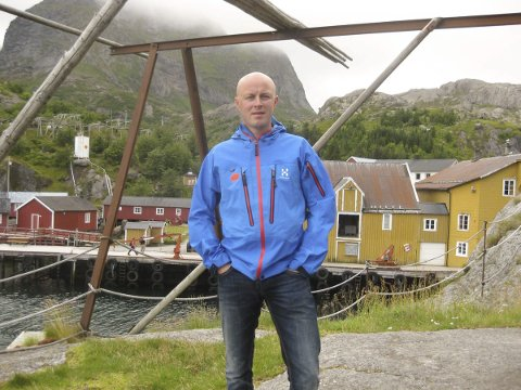 Regiondirektør: Thomas Brede Johansen forteller at veisituasjonen må avklares før det jobbes videre med butikk i Kabelvåg. Foto. Arkiv