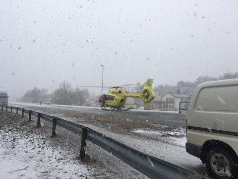 Legehelikopteret landet på ulykkesstedet.