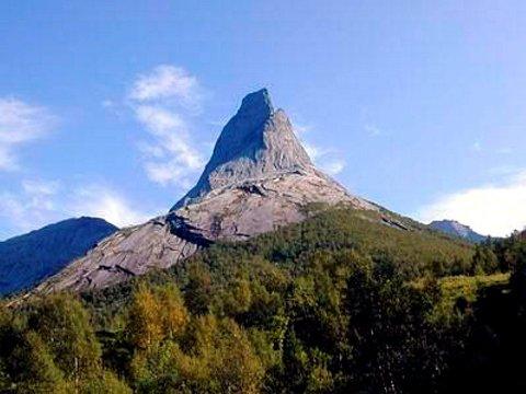 Norges nasjonalfjell kalles Stáddá på samisk. Men navnet kan ikke brukes til sjøs.