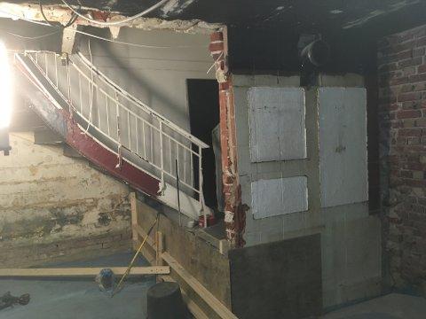 Trappen opp til rommene i etasjene over puben ble etter hvert bare nødutgang og innbygget