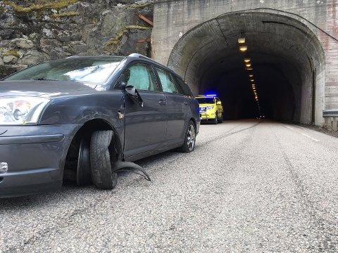 Føreren av denne bilen var redd bilen skulle ta fyr og kjørte derfor ut av tunnelen.