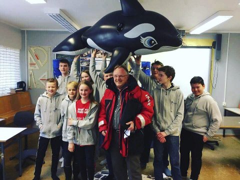 MINISTERMØTE: Team Orca var strålende fornøyd med at fiskeriminister Per Sandberg kom på besøk. Alle foto: Gunnhild Valsnes