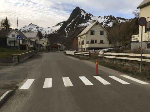 Nybyveien: Holandkrysset har nå fått oppmerket gangfelt ved innkjøringen til bydelen Nybyen.