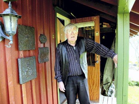 Avslutter: Johs. Røde planlegger avslutning av Galleri Avkroken. Lørdag inviterer han til konsert i galleriet på Ramberg.