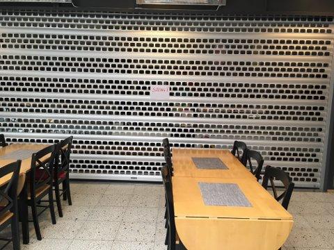 Lukket og stengt i kafeen i Sentrumsgården.