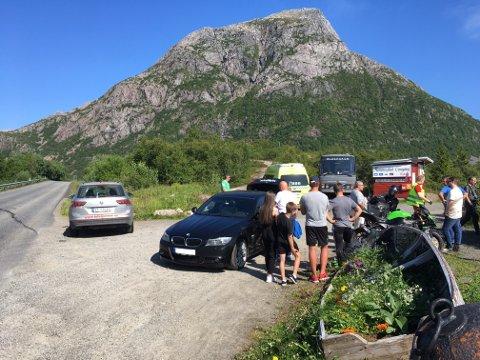 Her i krysset ved avkjøringen fra E10 inn til Hammerstad Camping skjedde uhellet.