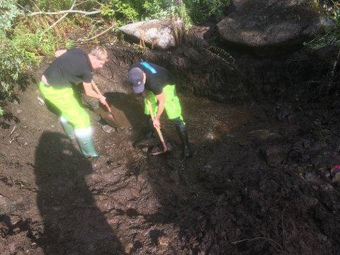 Ansvarlig for vannvakta i Vrstvågøy er i gang med å avdekke bruddstedet.