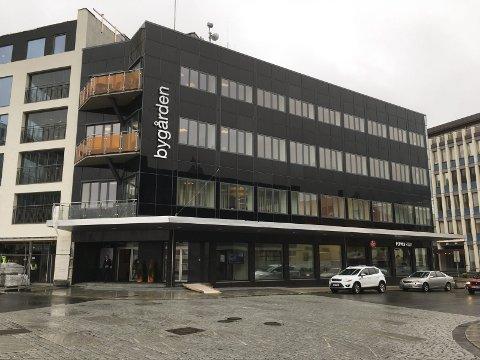 Dagens bygg: Bygården i Svolvær den 13. september 2017. Her kommer det en femte etasje som gir plass til fire nye leiligheter i denne toppetasjen.