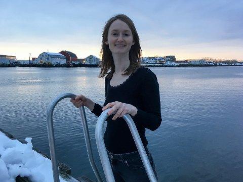 VIL BIDRA: Synne Brustad (31) har flyttet til Lofoten, og vil bidra som svømmeinstruktør