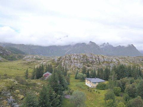 Stor eiendom: Småbruket i Ørsnesveien har en eiendom på 179 mål. Nå er eiendommen lagt ut for salg for 3 millioner kroner.