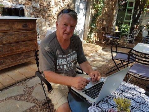 """Forfatter: John-Arne Storhaug jobber med ny bok og blir først ut når Vågan Historielag arrangerer """"historiebad"""". Her fra Hellas der Storhaug jobber med ny kriminalroman."""