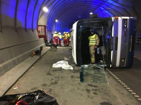 Buss med 30 passasjerer veltet inne i Sørdaltunnelen var øvelses-scenariet tirsdag.