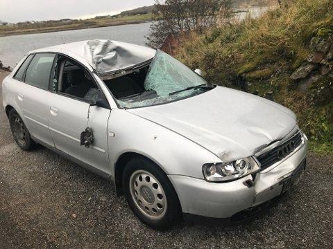 STORE SKADER: Bilen fikk taket trykket inn i sammenstøtet med elgen.