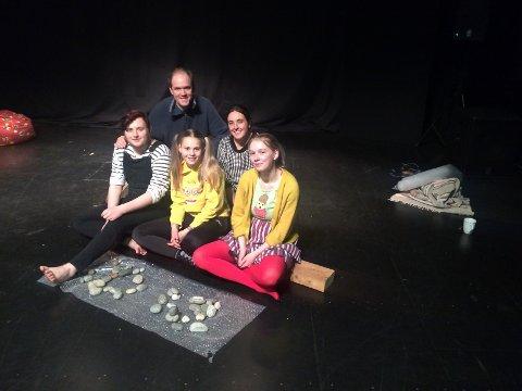 Eilertsen & Granados: Setter opp «Barn som leker». Skuespillerne Adrian Pettersen, Mathilde Mørk Pedersen og Thea Andersen skal spille i forestillingen.