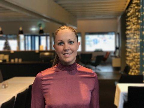 Endrer åpningstidene: Senterleder Kjersti Eltoft Fossåskaret Krüger sier Lofotsenteret på Leknes nå endrer åpningstidene av flere årsaker.