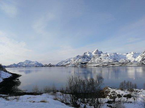 Bilde tatt mot Ulvøy og Trollfjorden lørdag formiddag i nydelig vintervær.