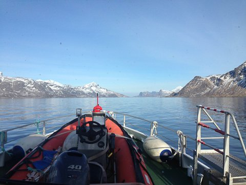 Redningsskøyta Det Norske Veritas på vi ut av Nappstraumen lørdag formiddag.