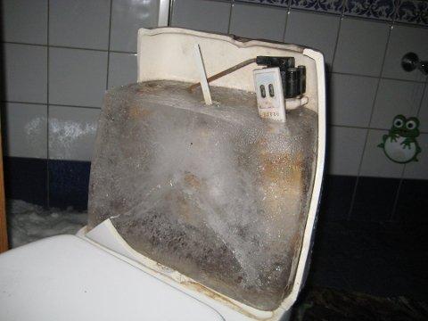 Frostskade: Frosset toalett