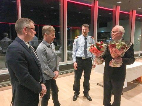Overrekkelse: Dag Scherffenberg og Harry Strøm fikk fortjenestemedaljene overrekt fra nestleder i distriksstyret, Jorulf Haugen (t.h.) og regionleder i Hjelpekorpset Nord, Rune Guldal.