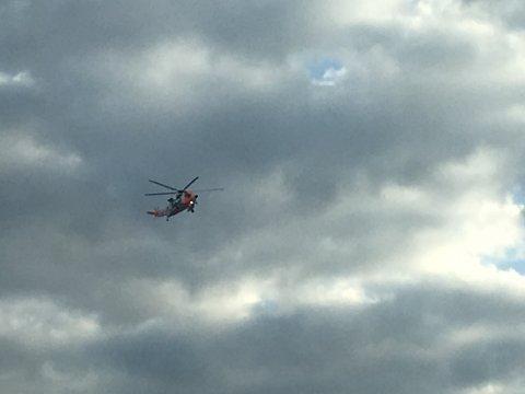 Sea king redningshelikopter til Lofoten etter melding om snøskred i Blåtind ved Svolvær.