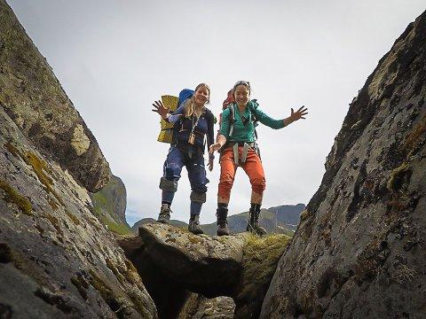 Lofoten Rangers: Sammen med Merete Nyheim og Julie Rydningen Engeseth, har Ylva Asker (t.v.) og Christina Svanstrøm startet Lofoten Rangers, et frivillig bevissthetsprosjekt. Asker flyttet fra Sverige til Lofoten for noen år siden, og er engasjert i DNT sitt turlag i Lofoten. Svanstrøm er fra Hunnøya, studerer på Tromsøya, men tilbringer mye tid på Vestvågøy