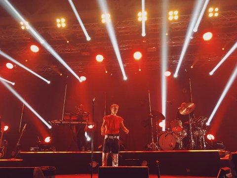 Begeistret: Sondre Justad fylte Bodø Spektrum med 3400 publikummere lørdag. Flere fra Lofoten tok turen over Vestfjorden for å høre popartisten fra Borg og Henningsvær spille sin største konsert noensinne.