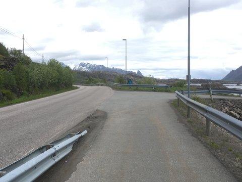Ved Multebærholmen stopper gang- og sykkelveien.