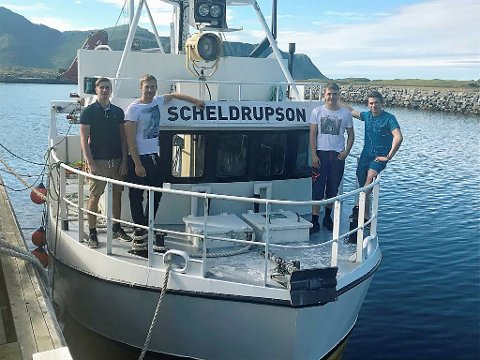 SUKSESS: Kato Amundsen (24), Rokas Sermuksnis (27), Johannes Ageus Eriksen (21) og skipper Stephan Solhaug (22) er fornøyd med sesongen på Finnmarka.
