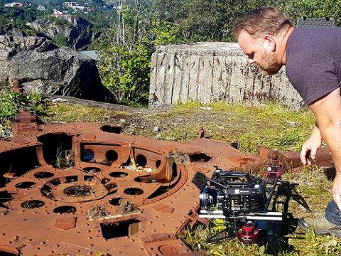 BBCs fotograf foreviger fundamentet etter den tyske kanonstillingen på Nonshaugen.