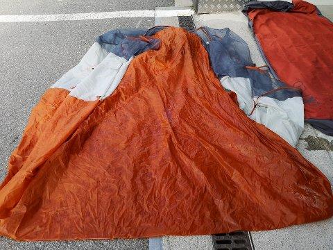 Slik ser teltet som politiet fant forlatt på Rørvikstranda i Vågan ut.