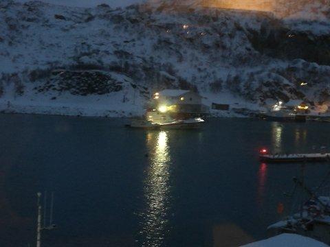 Redningskøyta Det Norske Veritas slepte båt inn til Napp.