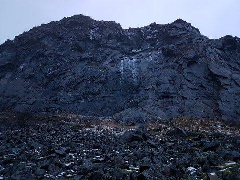 RASTE UT: Det var her fra steinene kom.
