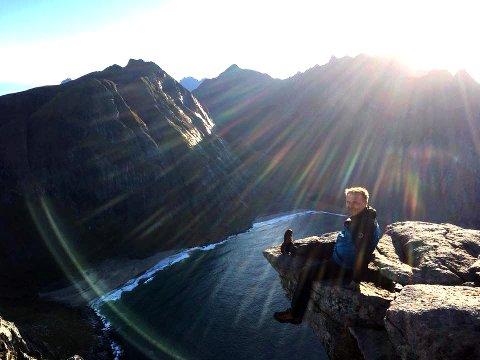 """RYTEN: """"Turen til Ryten byr på flott utsikt over fjord, fjell og hvite sandstrender. Turen går innom to av de mest populære fotospots i Lofoten: """"Lofottunga"""" på Ryten og Kvalvika"""", heter det i sluttrapporten."""