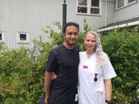 Fornøyd: Natt til tirsdag avsluttet Isabel Amundsen Hægdahl innsamlingsaksjonen. Totalt kom det inn 282.000 kroner. Her sammen med leder ved Al Hidaya kultursenter, Kamal Sidi.