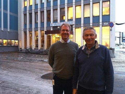 Ny stilling: Roar Helfjord (til venstre) er ansatt som digitaliseringsrådgiver i Vågan kommune. Her sammen med IKT-ansvarlig Jan Dag Ottemo.