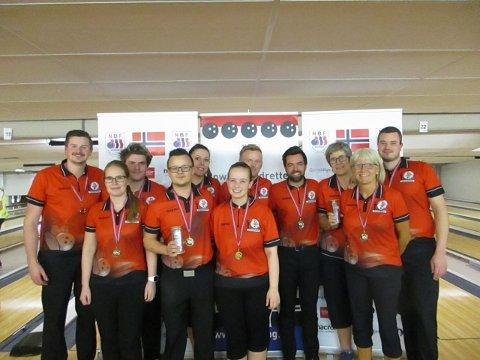 Overlegne: Christer Jakobsen (nummer fire fra venstre) og TBK tok gull i lag-NM både for herrer og damer i Oslo denne helga.
