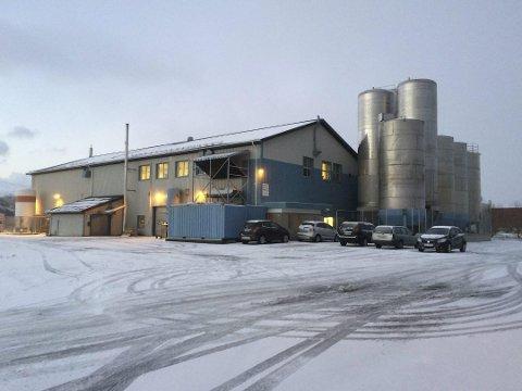 SOLGT: Flakstad-bedriften Hi Tech Industries AS kjøper Marinehuset i Storeideøya på Vestvågøy for 6,3 millioner kroner.