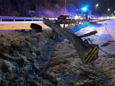 Trafikkulykke: En bil har kjørt i autovernet på E10, ved Osan.