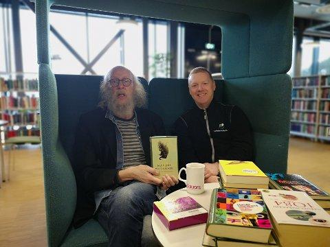 Ole-Petter Refsahl og Atle Jensen inviterer til stille hjørne på biblioteket lørdag.