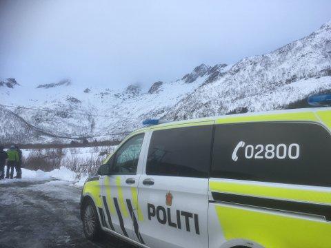 Rykket ut: Politi, Røde Kors, HRS, luftambulanse og redningshelikopter rykket alle ut til Olderfjorden etter meldingen om snøras.