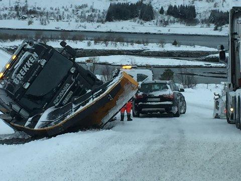 Brøytebil kjørte av veien ved Gimsøybroa.