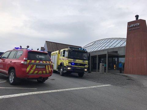Brannvesnet rykket ut til Lofotr vikingmuseum.