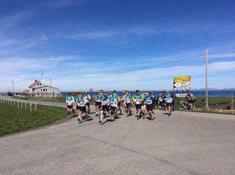 44 deltakere møtte opp på startstreken for å delta på duatlon på Gimsøy søndag.