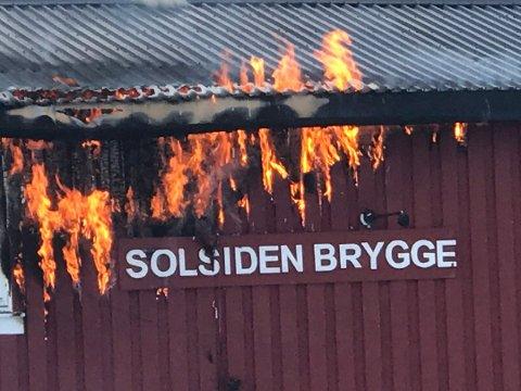 OPPKLART: Politiet har funnet årsaken til at det begynte å brenne på Solsiden brygge.