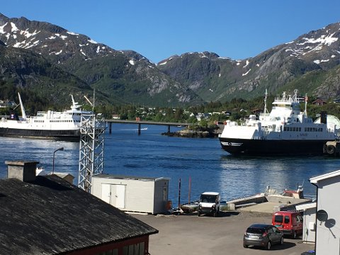 Fredag kunne bilferga «Røst» innta sambandet til Skrova og Skutvik igjen, og vikarferga «Hamarøy» gå til eget samband Lødingen-Bognes.