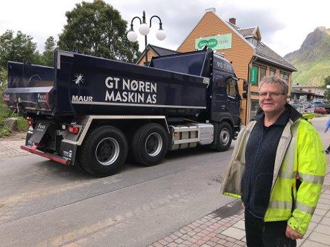Geir Tore Nøren i GT Nøren Maskin AS har nettopp investert 1,9 millioner kroner i ny lastebil til Vågan-firmaet.