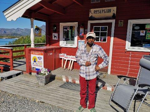 Remi Lorentzen har vært daglig leder ved Lyngvær Lofoten Bobilcamping de siste årene. Nå har foreldrene Edith og Reidar bestemt seg for å selge.